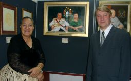 Her Majesty the Queen at Doma-Miko's exhibition